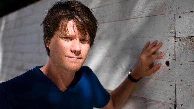 Daniel Sjölin är författare.