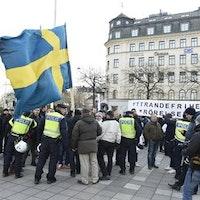 Sverigedemokraternas ordförande i Enköping Kristina Einarsdotter kräver att kollega avgår. Detta på grund av hans inblandning i den demonstration som hölls i Stockholm i helgen.