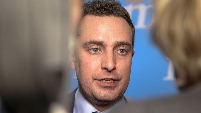 Moderaternas partisekreterar Tobias Tobé menar att höga bidragsnivåer motverkar integration och riskerar att bidra till utanförskap.