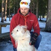 Tidigare multisportaren Mikael Lindnord med sin världsberömda hund Arthur,