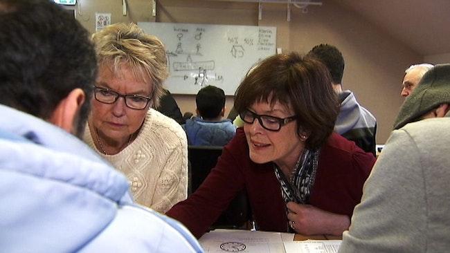 Svenskundervisning sköts av pensionärer i Skebo. Det kan dröja lång tid