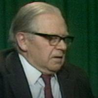 Gunnar Sträng, tidigare finansminister presenterar budget för år 1977.