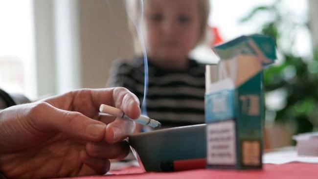 Allt färre spädbarnsföräldrar röker.