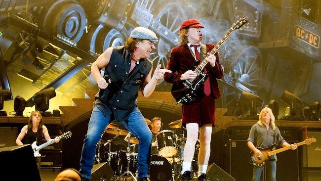 AC/DC i Norge 2009. Från vänster: Malcolm Young, Brian Johnson, Phil Rudd, Angus Young och Cliff Williams. Idag är bara Angus kvar i bandet.