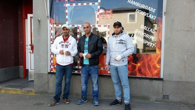 Maher Eskef, ägare och hjältarna Laurent Khoury och Hani Farooh som grep inbrottstjuven.
