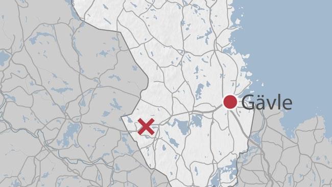 En karta som med ett kryss markerar olycksplatsen längs E16.