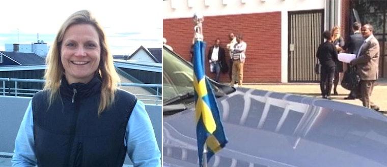 bild på en kvinna som ler, bild med en bilhuv med svensk flagga fäst på i förgrunden, några personer i bakgrunden