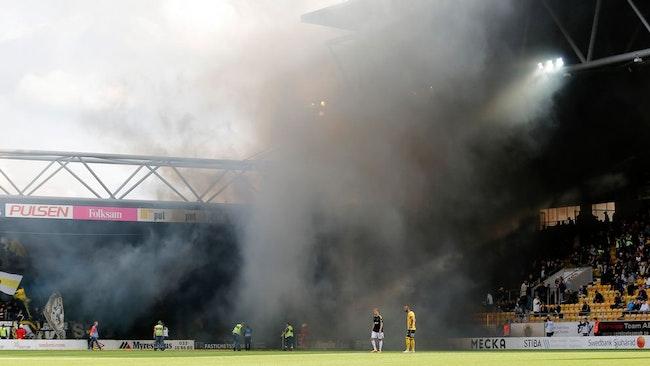 Matchen mellan IF Elfsborg och AIK hade bara hunnit en knapp minut in i andra halvlek när den fick avbrytas i tjugo minuter