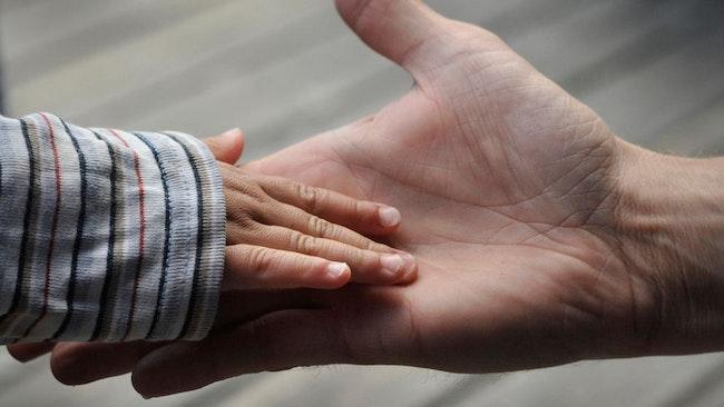 Adoptionsbidraget höjs från 40 000 kronor till 75 000 kronor. Det tros kunna hjälpa fler att bilda familj. Arkivbild.