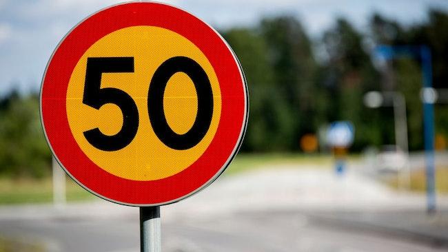 50-skylt
