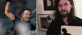 Översättaren Erik MacQueen poserar framför en vägg med foton på rockstjärnor. I sin hand har han LP-Skivan Born to Run med Bruce Springsteen.