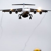 Ett plan flyger in för landning mot Arlanda.