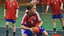 Valter, 9, spelar handboll.