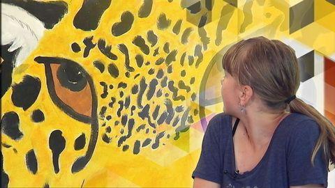 De målar utrotningshotade djur på tavlor