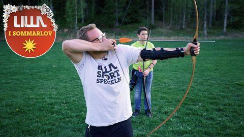 Niklas prövar bågskytte