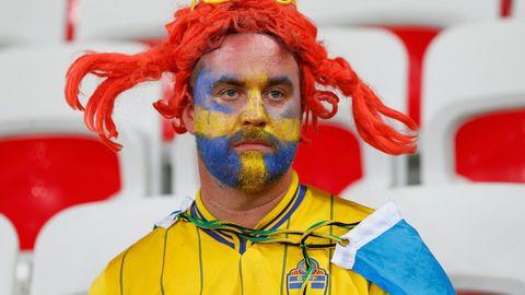 Deppigt svenskt fan med Pippiperuk.