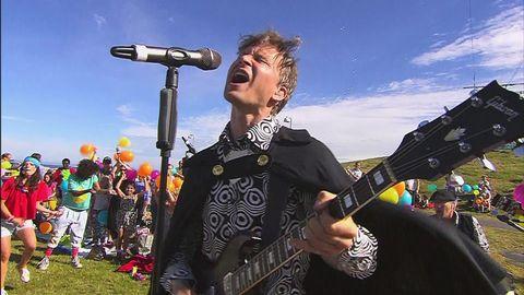 Bandet Babian spelar Sommarlovs signaturmelodi för första gången live.