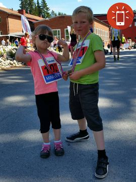 Sjuåriga Oliver Hernerud och treåriga lillasystern Smilla sprang Mini-Olav - barnens version av St Olavsloppet som går mellan Östersund och Trondheim.