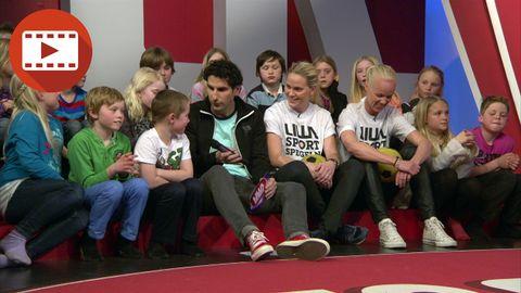 Lisa Dahlkvist och Caroline Seger svarar på barnens frågor