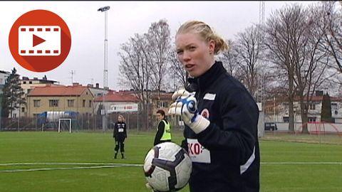 Hedvig Lindahls målvaktsskola - greppteknik och frisparkar