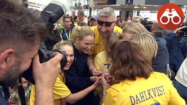 Lisa Dahlkvist träffar familjen på Arlanda