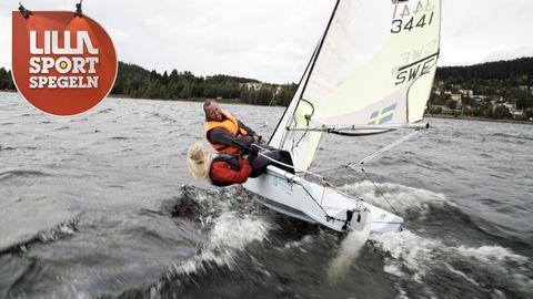 Tuva Sandqvist seglar med Niklas Andersson.