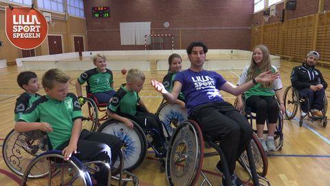 Stephan med basketgänget från Nacka HI