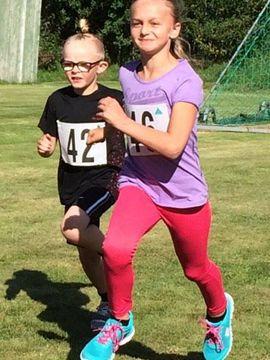 """Elvira Persson, 10 år: """"Var med och sprang Borgstenaloppet i höstas. 2 km sprang vi"""""""