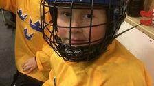 """Wilmer Ernervik, 7 år: """"Här passar jag på att vila mig lite under min hockeyträning."""""""