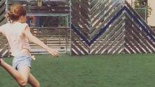"""Tina: """"Jag håller på att skjuta in bollen i målet"""""""