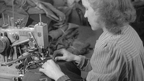 Herrkläder tillverkas 1942