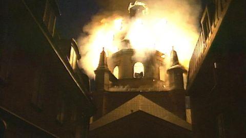 Hela kyrkan brinner