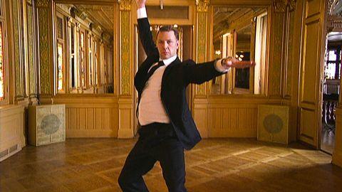 Mikael Persbrandt dansar