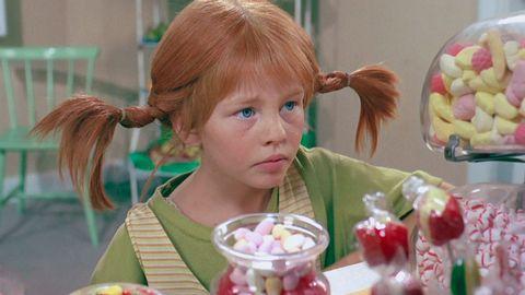Avsnitt 3 av 13: Pippi går i affärer. Bovarna dyker upp.