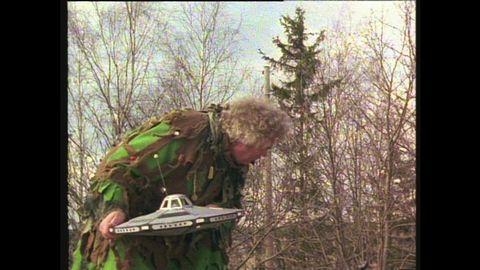 Avsnitt 6 av 10: Tefatstjuven Rymd-Robbe avslöjar sig