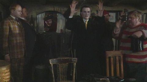 Avsnitt 18 av 24: Upp med händerna!