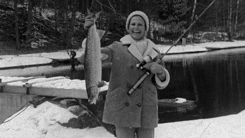 Kungen och Silvia fiskar i Mörrumsån