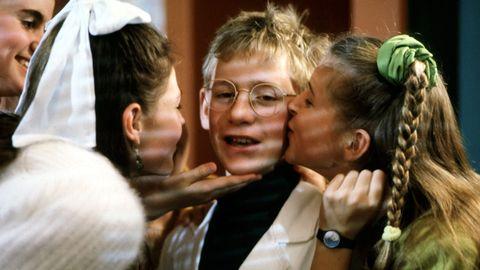 Avsnitt 4 av 10: Fega pojkar får ibland kyssa vackra flickor