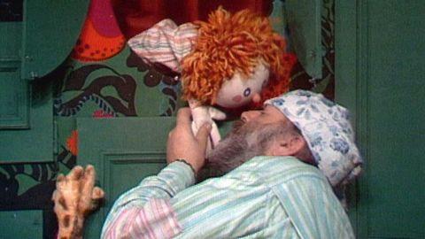 Avsnitt 9 av 10: Sova och gå och lilla Charlie