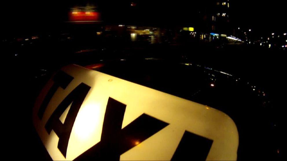 De stora, etablerade taxibolagen ska stå för trygghet. Ändå utsätts kunder för grova brott.