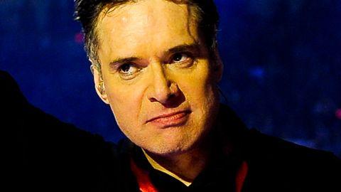 Bild på Thorsten Flinck, som jublade över finalplatsen under Andra chansen i Melodifestivalen 2012.
