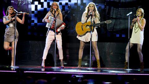 "Timoteij med ""Kom"" i Melodifestivalen 2010."