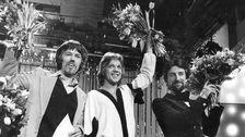 Björn Skifs tillsammans med Peter Himmelstrand (t.v.) och Bengt Palmers (t.h.) efter vinsten i Melodifestivalen 1978.