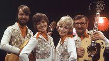 """Family Four vann samtliga semifinaler i Melodifestivalen 1971 och framförde alla bidrag i finalen. Segrande bidraget hette """"Vita vidder"""" och kom på 6:e plats av 18 bidrag i Eurovision."""