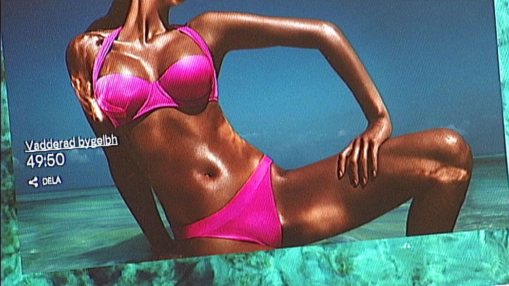 Bild från H&M-kampanj. Solbränd kvinna i bikini.