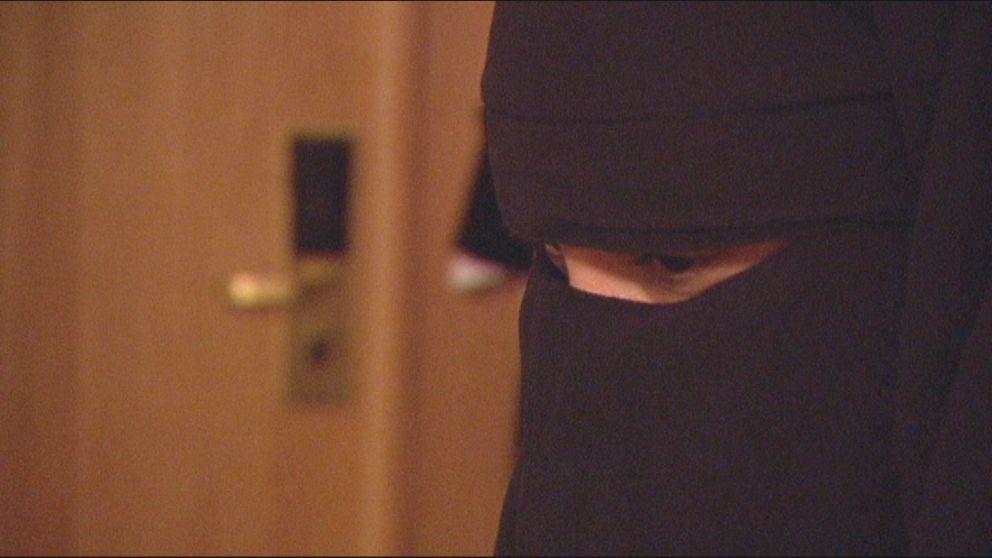 Uppdrag gransknings medarbetare har utrustade med dold kamera besökt svenska moskéer.