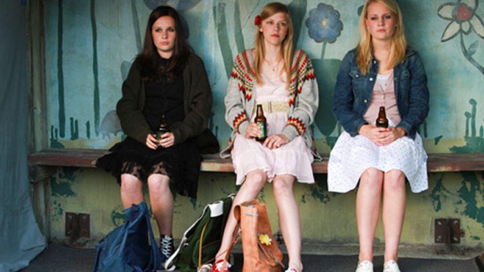 """Ur filmen """"Ligg med mig"""". Alma, i mitten, spelas av Helene Bergsholm."""