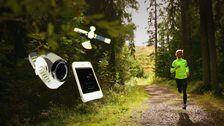 Viktoria Tegenfeldt springer på skogsväg, illustration av satellit, mobil och löparklocka.
