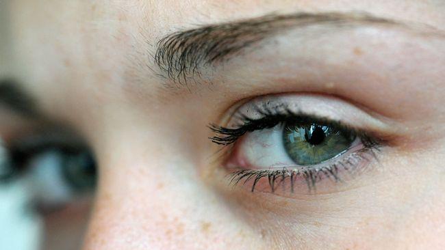 Medel för ögonfransförlängning förbjuds nu av Läkemedelsverket.