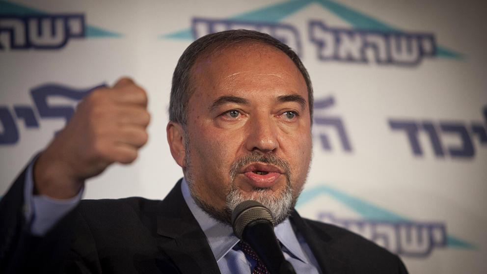 Israel hotar att utvisa fn sandebud